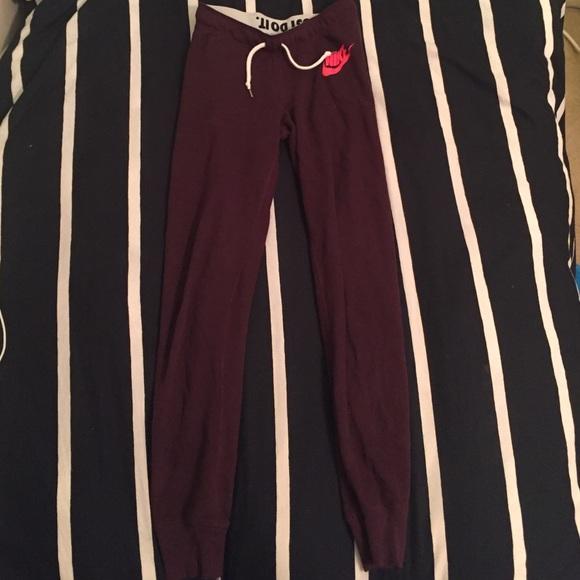 bb7a07035076 Maroon Nike sweatpants. M 56f60eea4127d04126019695