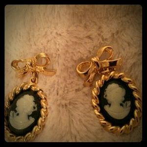 Jewelry - Vintage cameos no tarnish
