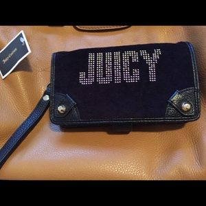 Juicy Couture Handbags - NWT juicy couture wristlet for iPhone 5 REDUCED