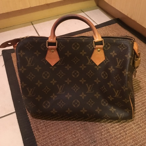 935791b55ee4 Louis Vuitton Handbags - AUTHENTIC Louis Vuitton Speedy 30 Monogram LV