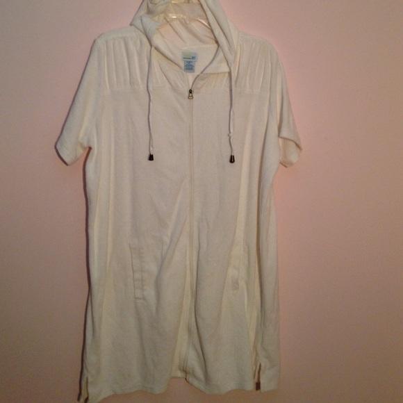 c1817fe046835 White zippered beach coverup or bathrobe. M_56f69b23680278b9000596c0