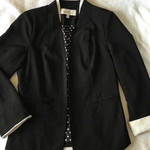 Gorgeous Black and white blazer
