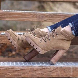 Report Signature Shoes - Tan Lug Sole Booties
