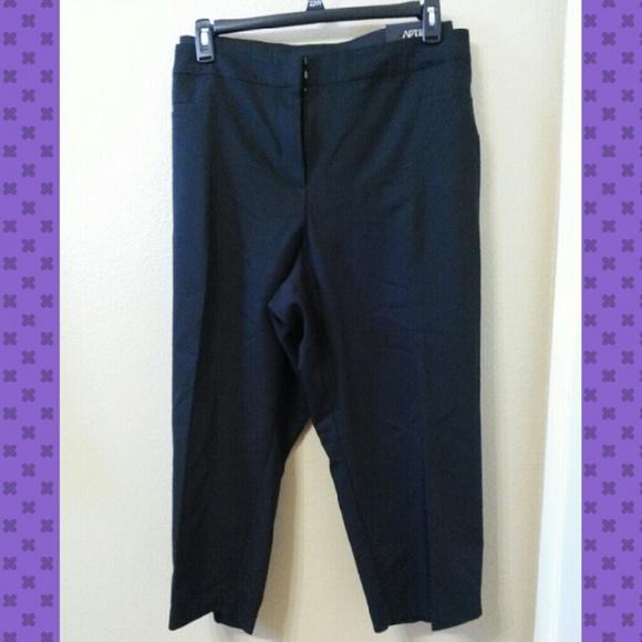 79% off Apt. 9 Pants - Dressy Black Capri Pants from Rosy ...