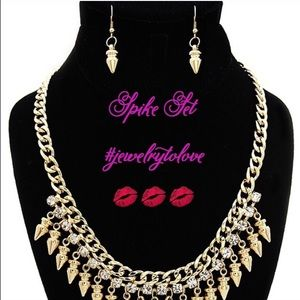 😘 4/$25 Gold Tone Spike Earrings & Necklace Set