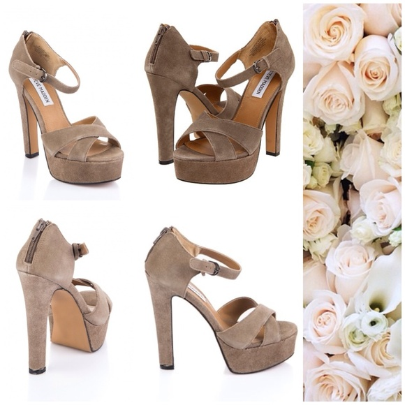 Steve Madden Shoes - 🎉Host Pick🎉 149$ Steve Madden platform sandals.