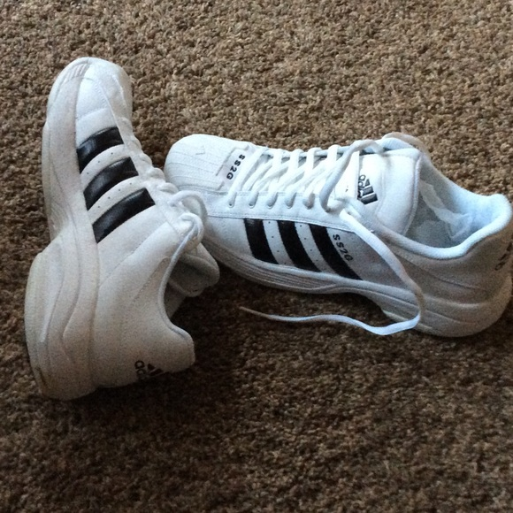 Men's Adidas BASKETBALL sneakers New without tags