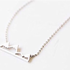 Jewelry - Delicate silver mountain necklace