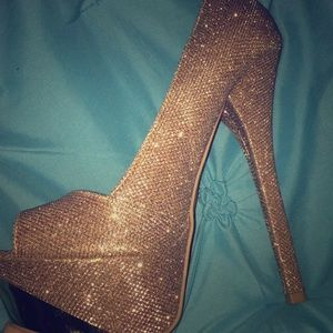 Beautiful gold sparkly heels