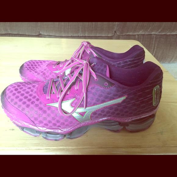 premium selection 85ef1 12380 Women s Mizuno Wave Prophecy Running Shoe. M 56f7f7bcf092824e3007a46c