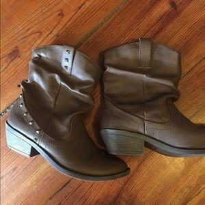 67 american eagle by payless shoes brown american