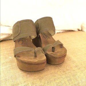 ca8b90d9177b OTBT Shoes - OTBT Brookfield Wedge EUC sz 6
