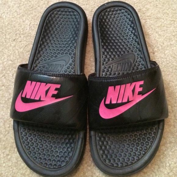 340568c6b98b Black and pink Nike slip ons. M 56f85a495c12f8c38c084057