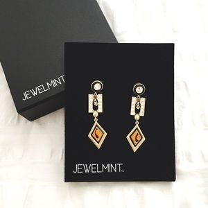 Jewelmint Jewelry - 💥LAST CALL💥 Jewelmint Geometric Shift Earrings