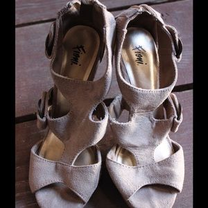 Fioni Shoes - Taupe Strappy Heels