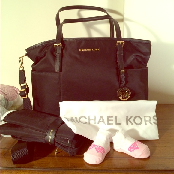 35 off michael kors handbags diaper baby bag michael kors jet set black nwt from caro 39 s. Black Bedroom Furniture Sets. Home Design Ideas