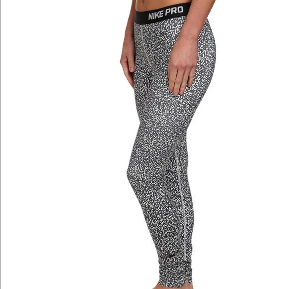 92167acc2d8cb Nike Pro Leggings Leopard Print Black and White. M_56f8b8f199086a0110091ca4