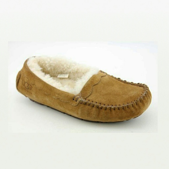 408fe9fab70 UGG Ansley (5732) Scalloped Suede Moccasin