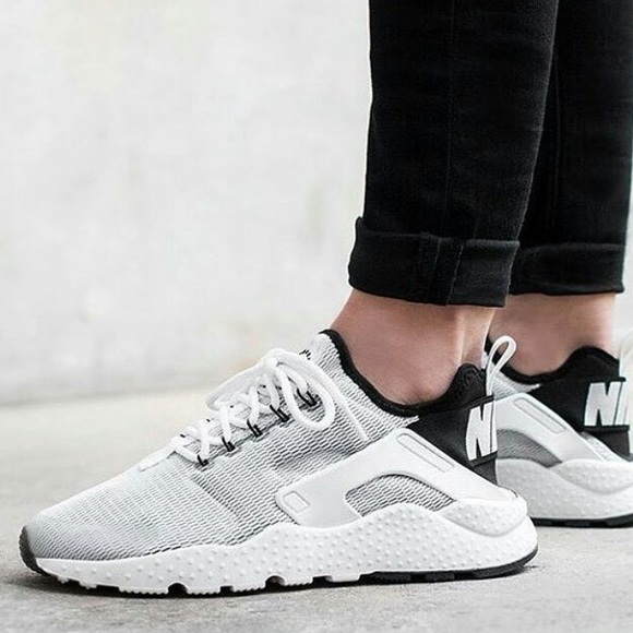886aaeedc7f97 NIKE AIR HUARACHE ULTRA in white