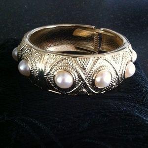 NWOT Gold Tone Bangle Bracelet