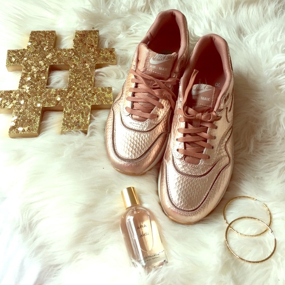 Rose Gold Nike Air Max c54346d6f2