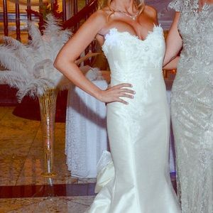 Dresses & Skirts - Gorgeous ivory mermaid gown!