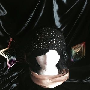 Black rivet Accessories - Beautiful wrap around ( Black Rivet) hat 😍