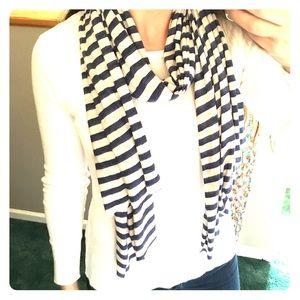 Gap scarf hardly been worn!