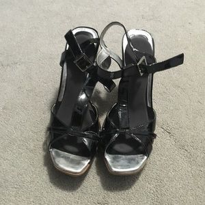 Size 40 = size 10 US black tan and silver sandals.