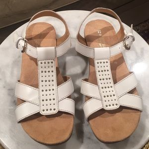 Naturalizer Shoes - White leather naturalizer sandals.