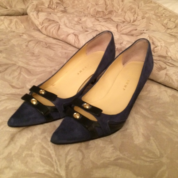 Ivanka Tramp navy suede kitten heel shoes size 8M