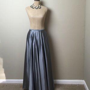 Karen Kane Dresses & Skirts - Gorgeous Karen Kane full length taffeta  skirt