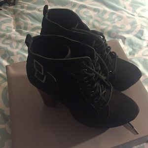 Bakers Shoes - Thick heeled ankle boot