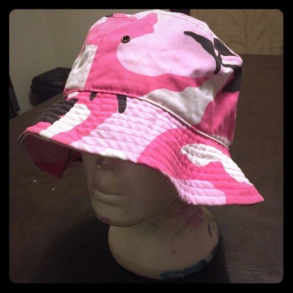 6d9116a5a66 Pink Camo Bucket Hat. M 56fa00a241b4e052d900db69