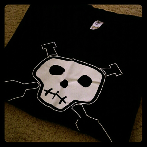 bella Tops - NWOT - Skull w/ Paddles Shirt 💀