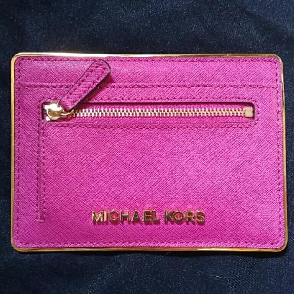 21ca3f705920c Michael Kors Specchio Jet Set Flat Card Holder. M 56faa272680278a77001923f