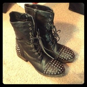 Shoes - Studded combat boots!