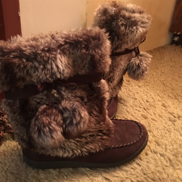 70 american eagle outfitters shoes brown fuzzy