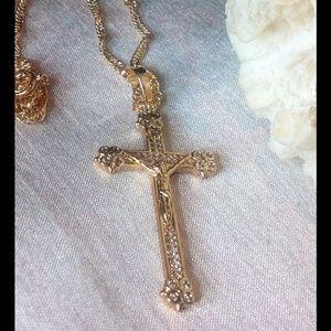 Jewelry - 🙏 Beautiful 18K Gold Cross with Zircons.