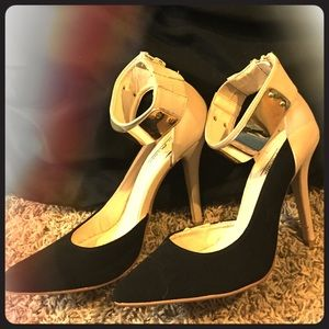 Tan black and gold Anne Michelle heels.
