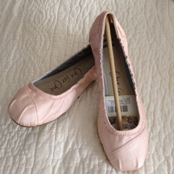 fc769e16b64 Toms One for One New in box pink ballet flat