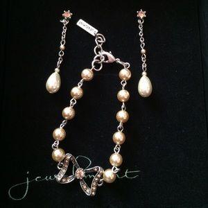 Jewelmint Pearl Bracelet & Earring Set