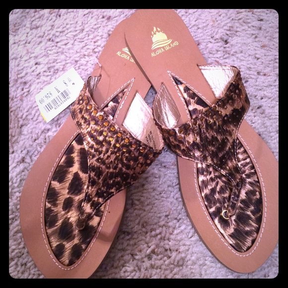f9f95ff0a 🌟Very stylish leopard print flip flops🌟