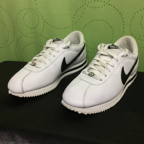 timeless design a3e20 30f12 NIKE CORTEZ Basic Leather white black . Mens 10.5.  M 56fb2cf59c6fcfdbf50131ba