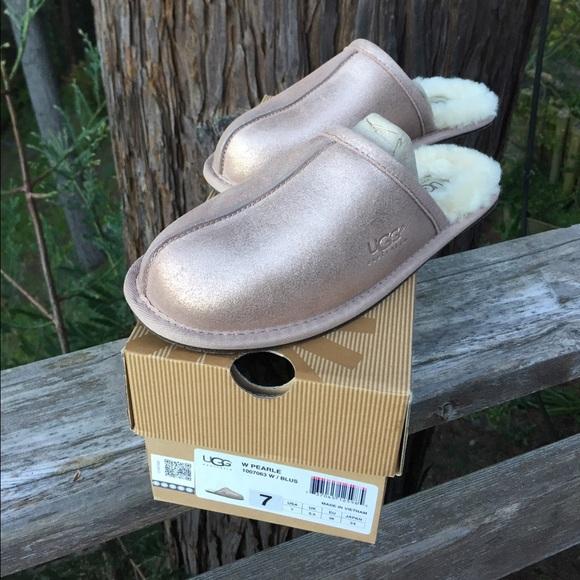969fa061b3a5 New UGG Rose Gold Slippers. M 56fb305e4e95a309bf013aca