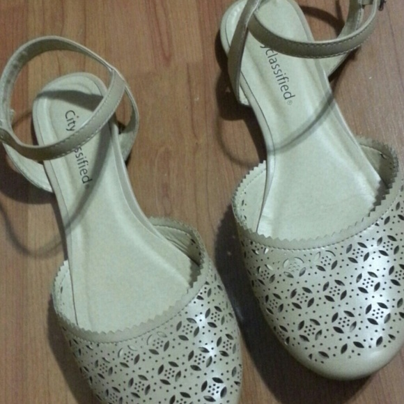 city classified Shoes - CUT OUT BEIGE SANDALS SIZE 8