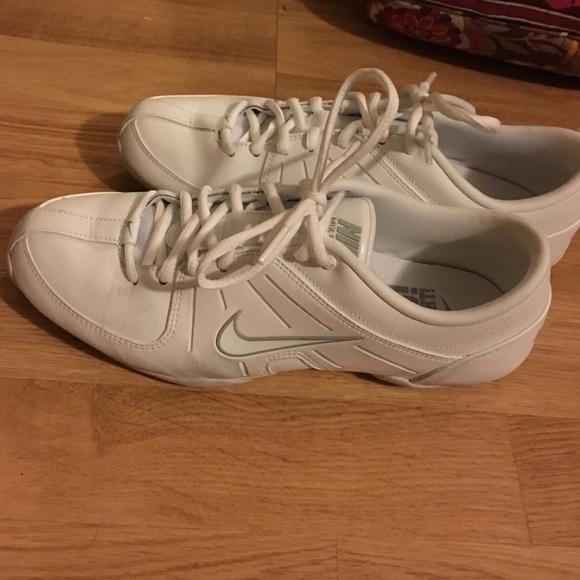 le scarpe nike su indossato solo una volta poshmark