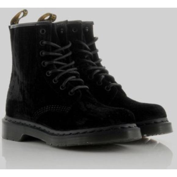 sold worldwide great prices elegant shoes Dr. Marten's black velvet boots (make 1460)