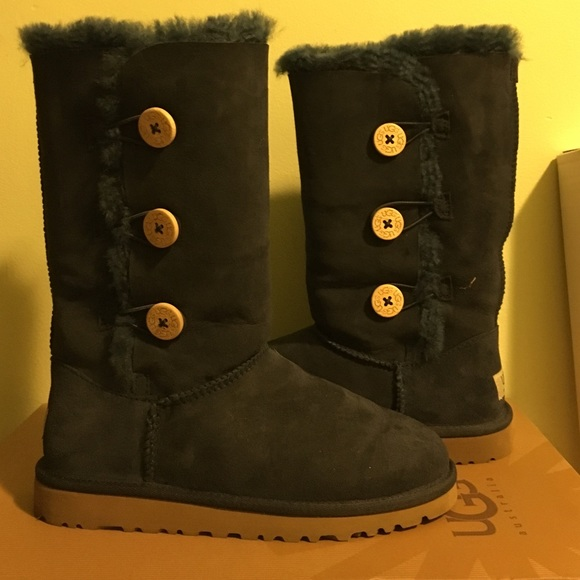 8ca146d6709 Like New UGG Tall Navy Bailey Triple Button Boots