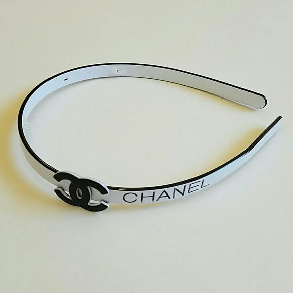 Beautiful white and black Chanel headband 6ab2c8cc523